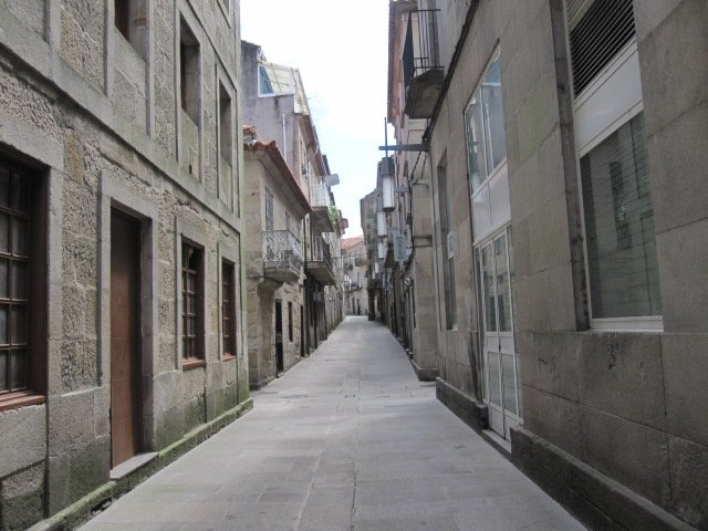 Many of the streets in Pontevedra looked like this one, but between 4 and 5 p.m. is was eerily quiet.